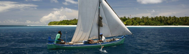 Un Dhoni de pêche traditionnel en croisière plongée avec OK Maldives