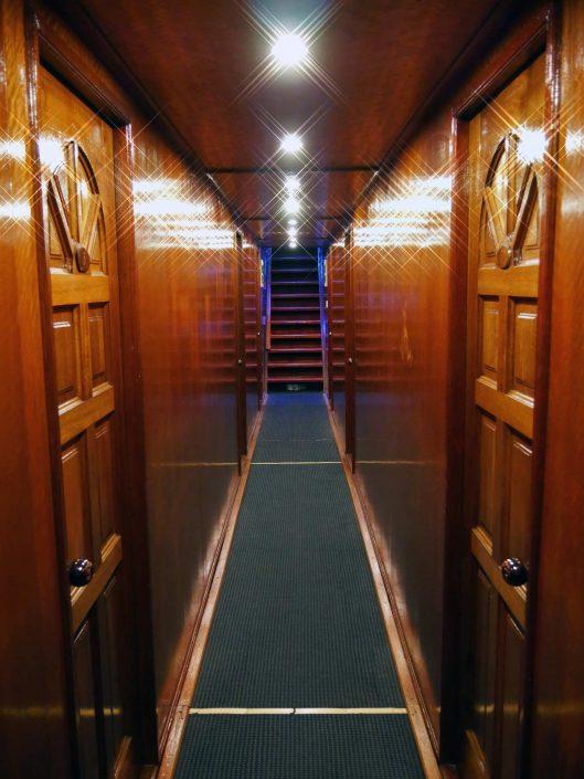 Couloir du bateau en croisière plongée avec OK Maldives